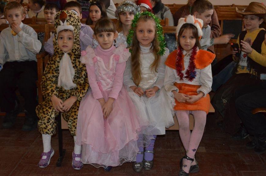 В Кривом Роге детей-сирот поздравили с новогодними праздниками сказочные персонажи (ФОТО), фото-9