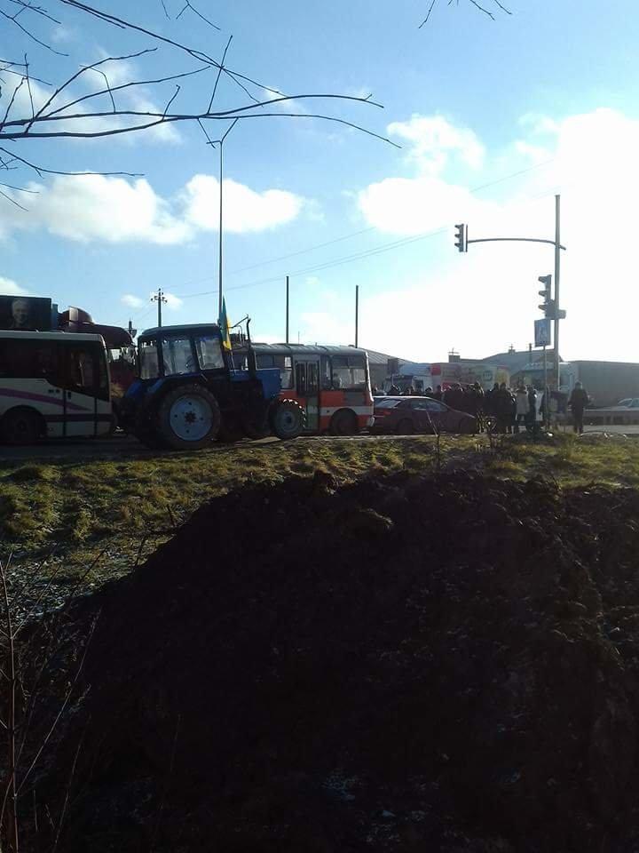 У Солонці страйкують фермери: перекрили трасу