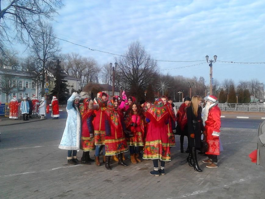 Дед Мороз на лимузине: в Полоцке открыли городскую  елку, фото-3