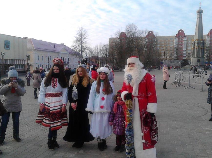 Дед Мороз на лимузине: в Полоцке открыли городскую  елку, фото-2