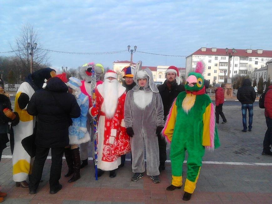 Дед Мороз на лимузине: в Полоцке открыли городскую  елку, фото-4