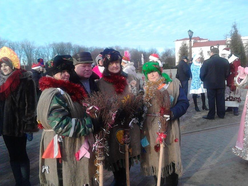 Дед Мороз на лимузине: в Полоцке открыли городскую  елку, фото-7