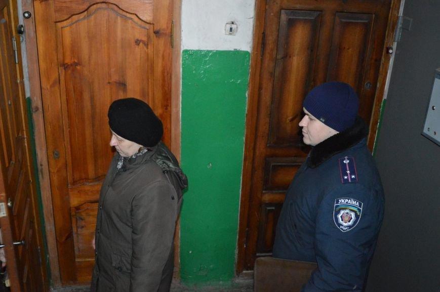 Краматорские полицейские обеспечивают охрану во время выдачи пенсий, фото-1