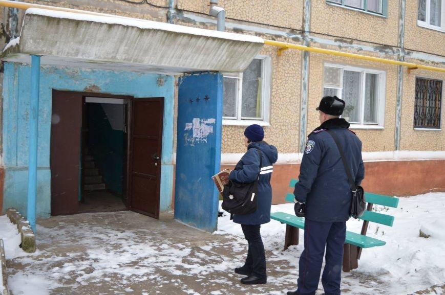 Краматорские полицейские обеспечивают охрану во время выдачи пенсий, фото-2