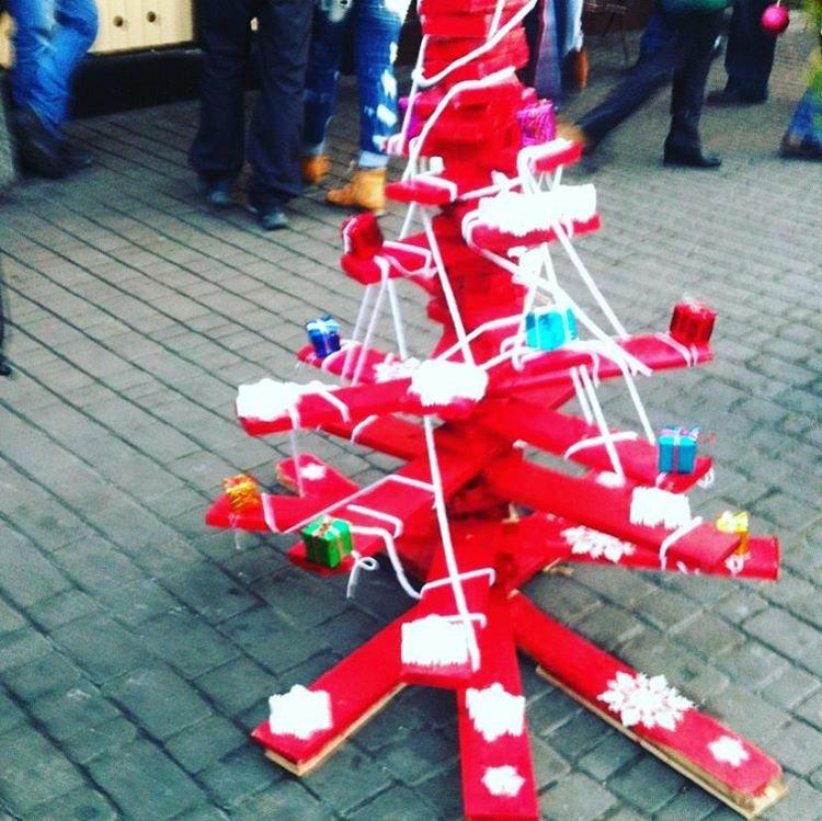 елка из досок, Одесса, Дерибасовская
