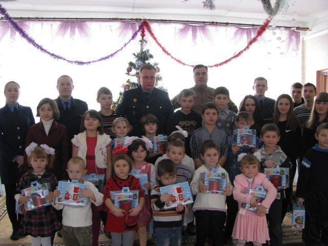 Добропольская полиция поздравила детей из центра социально-психологической реабилитации с Новым годом (ФОТО), фото-1
