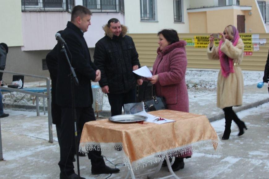 Перед Новым годом 4 крымско-татарские семьи получили от властей Крыма новые квартиры (ФОТО) (фото) - фото 4