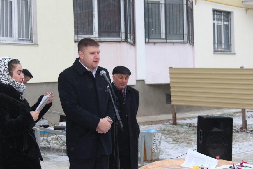Перед Новым годом 4 крымско-татарские семьи получили от властей Крыма новые квартиры (ФОТО) (фото) - фото 1
