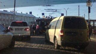 Львів знову зупинився у заторах через ДТП (ФОТО) (фото) - фото 1