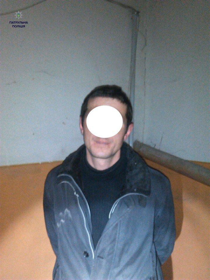 У новорічну ніч поліцейські затримали юнаків, які пограбували автомобіль (ФОТО), фото-2