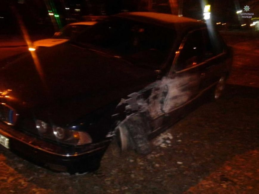 У новорічну ніч у Львові водій BMW не впорався з керуванням і наїхав на перешкоду (ФОТО), фото-1