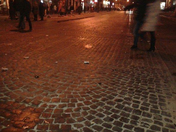 Як львів'яни відзначали Новий Рік біля головної ялинки Львова (ФОТО+ВІДЕО), фото-4