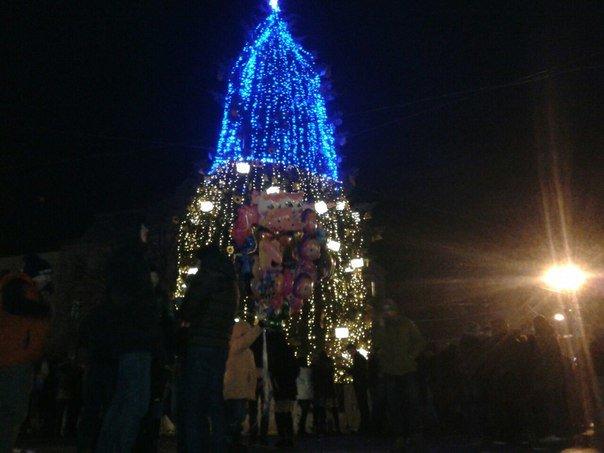 Як львів'яни відзначали Новий Рік біля головної ялинки Львова (ФОТО+ВІДЕО), фото-1