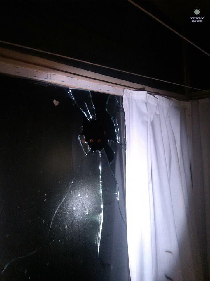 У Львові феєрверк розбив вікно житлового будинку. Опубліковані фото (ФОТО), фото-2