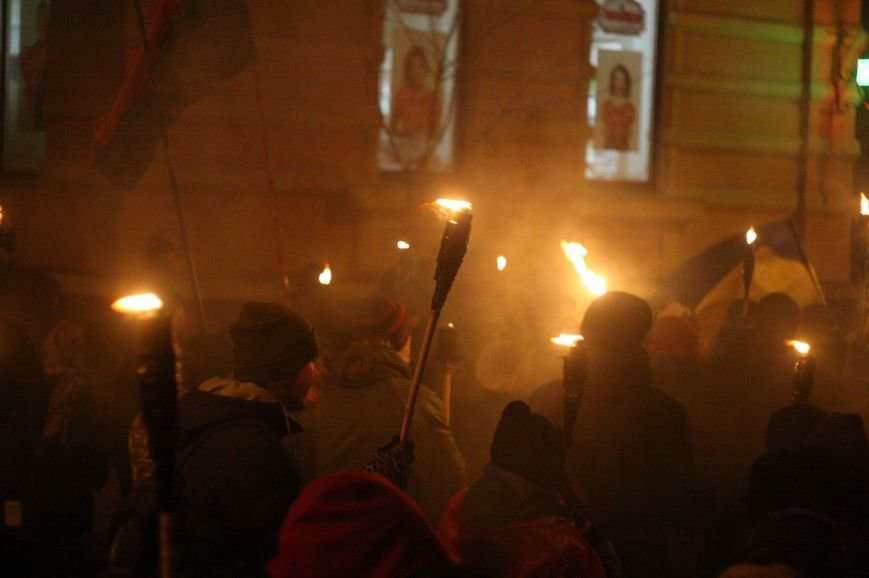 В Одессе националисты впервые провели факельное шествие в честь Бандеры (ФОТО), фото-13