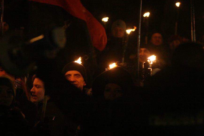 В Одессе националисты впервые провели факельное шествие в честь Бандеры (ФОТО), фото-9