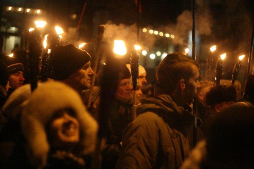 В Одессе националисты впервые провели факельное шествие в честь Бандеры (ФОТО), фото-16
