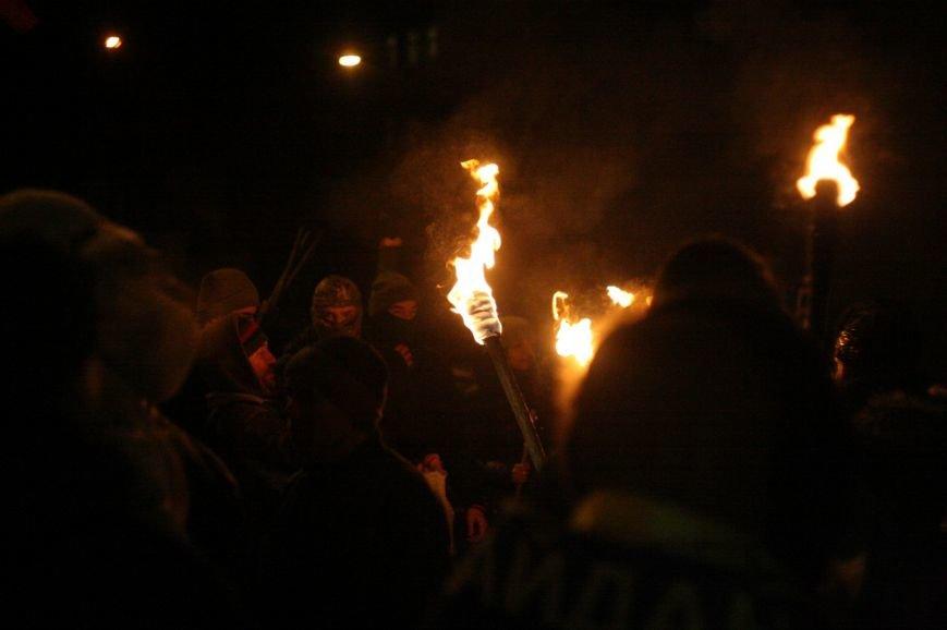 В Одессе националисты впервые провели факельное шествие в честь Бандеры (ФОТО), фото-3