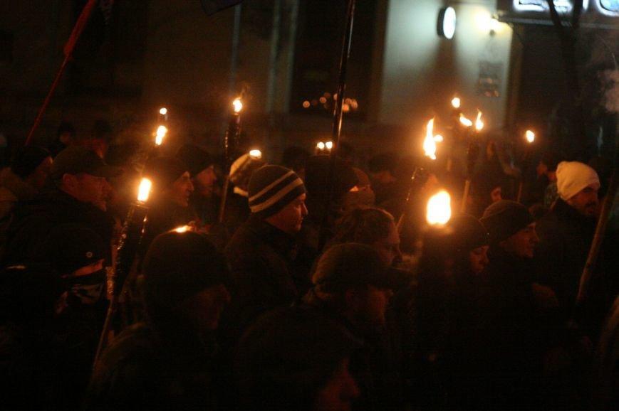 В Одессе националисты впервые провели факельное шествие в честь Бандеры (ФОТО), фото-19