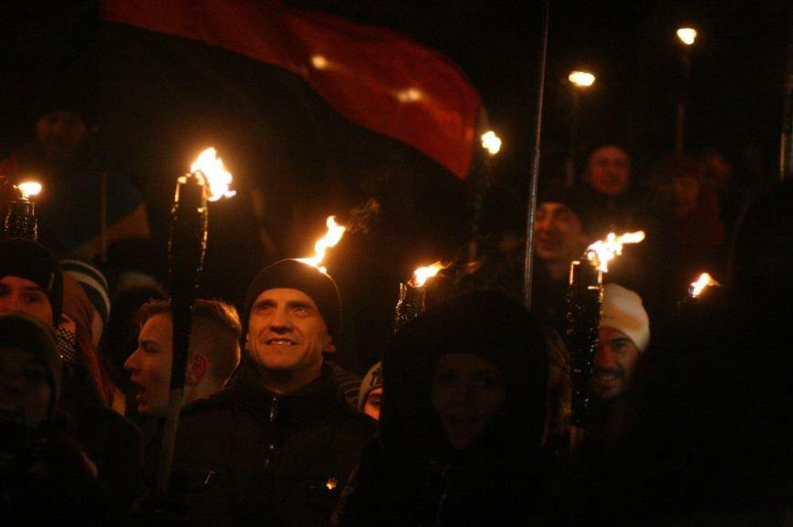 В Одессе националисты впервые провели факельное шествие в честь Бандеры (ФОТО), фото-8
