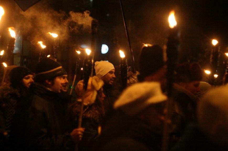 В Одессе националисты впервые провели факельное шествие в честь Бандеры (ФОТО), фото-17