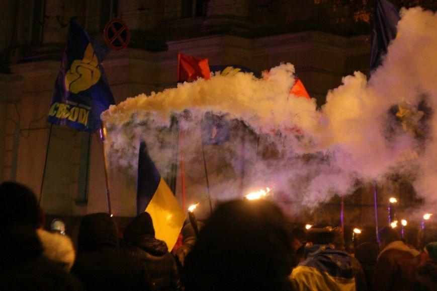 В Одессе националисты впервые провели факельное шествие в честь Бандеры (ФОТО), фото-14