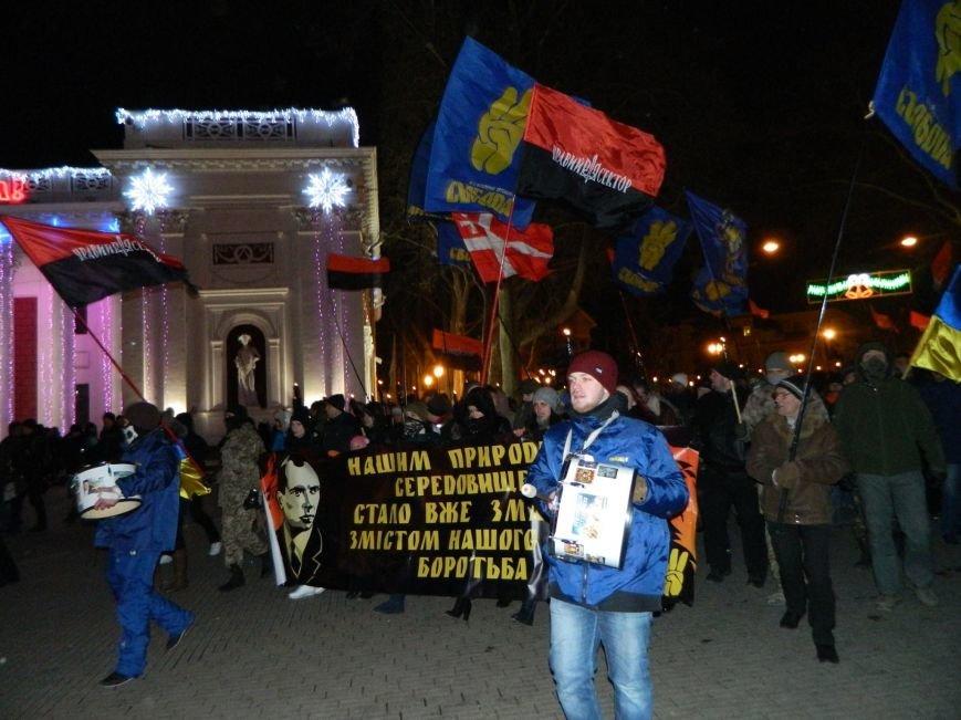В Одессе националисты впервые провели факельное шествие в честь Бандеры (ФОТО), фото-1