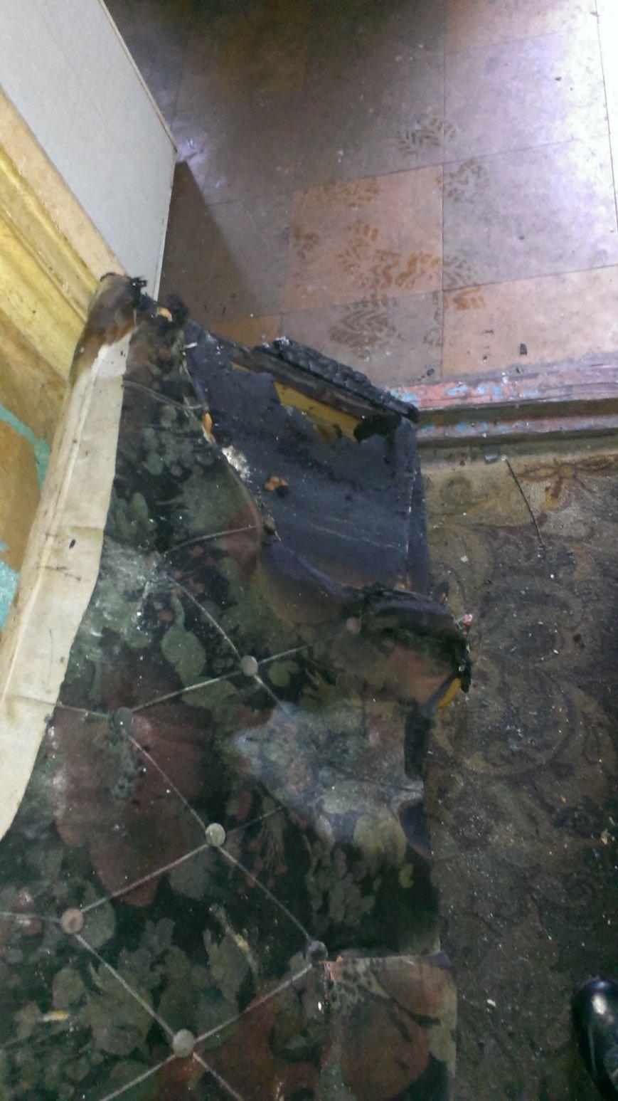 В Днепродзержинске 1 января 2 человека пострадало на пожаре (фото) - фото 4