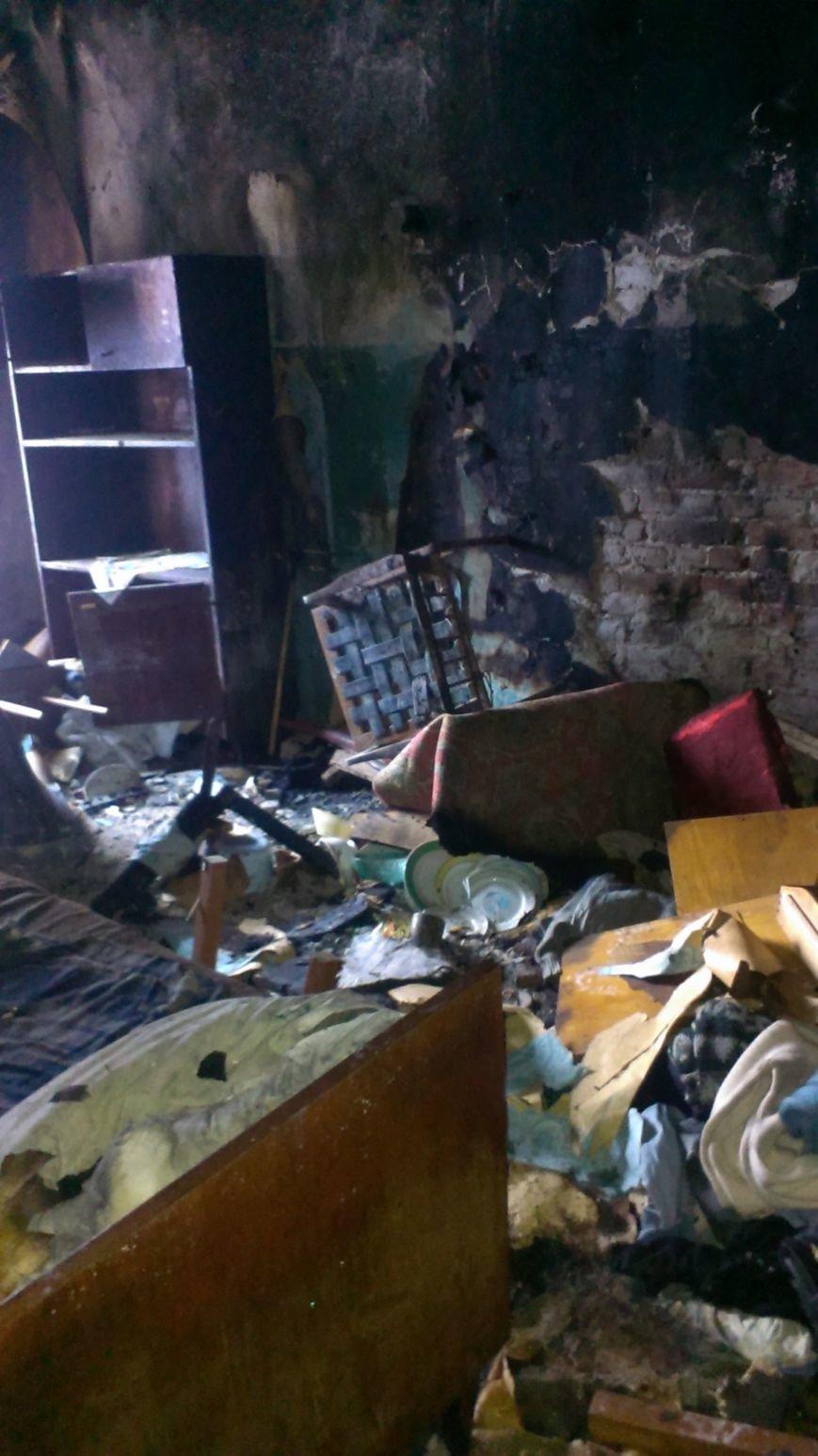В Днепродзержинске 1 января 2 человека пострадало на пожаре (фото) - фото 1