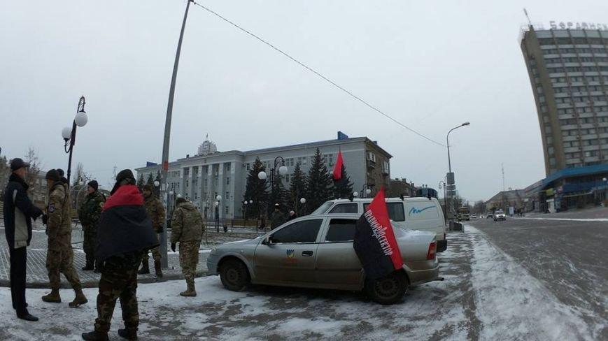 В Бердянске представители правого сектора отмечали день рождения Бандеры (фото) - фото 2