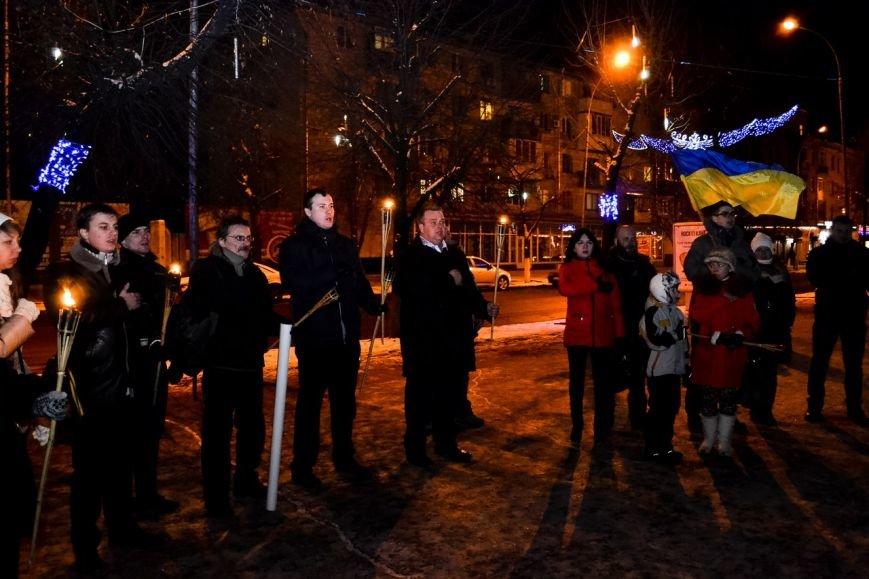 Кременчужане прошли факельным шествием в честь дня рождения Степана Бандеры (ФОТО) (фото) - фото 6