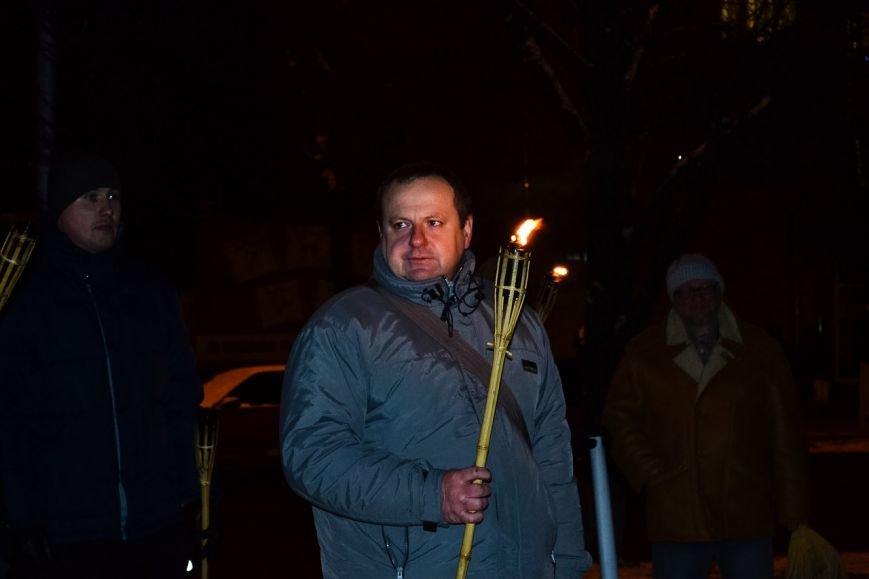 Кременчужане прошли факельным шествием в честь дня рождения Степана Бандеры (ФОТО) (фото) - фото 3