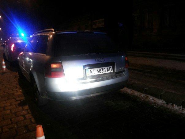 Поліція затримала у Львові автомобіль із фальшивими документами (ФОТО) (фото) - фото 1