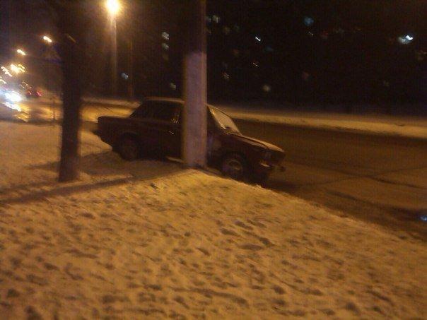 В Харькове ДТП: машина врезалась в столб (ФОТО) (фото) - фото 1