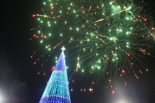 В Новый год ульяновцы победили мороз на площади Ленина (фото) (фото) - фото 1