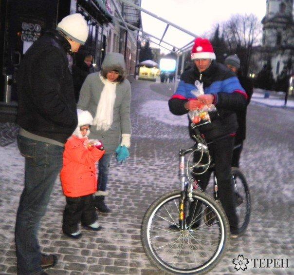 У Тернополі організували новорічні велопокатушки (фото) (фото) - фото 1