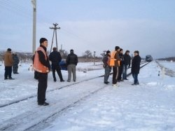 В Крыму поезд на железнодорожном переезде сбил автомобиль (ФОТО) (фото) - фото 2