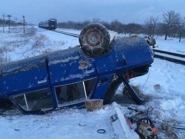 В Крыму поезд на железнодорожном переезде сбил автомобиль (ФОТО) (фото) - фото 4