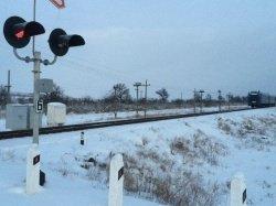 В Крыму поезд на железнодорожном переезде сбил автомобиль (ФОТО) (фото) - фото 1