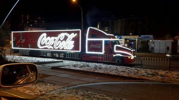 Відома різдвяна вантажівка Coca-Cola, як у рекламі, їздить вулицями Львова (ФОТО) (фото) - фото 2