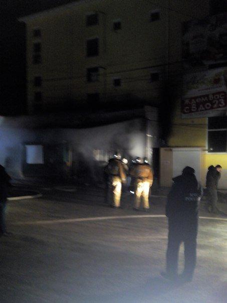 Вечером в Симферополе горел продуктовый супермаркет (ФОТО, ВИДЕО) (фото) - фото 5