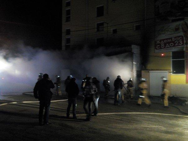 Вечером в Симферополе горел продуктовый супермаркет (ФОТО, ВИДЕО) (фото) - фото 3
