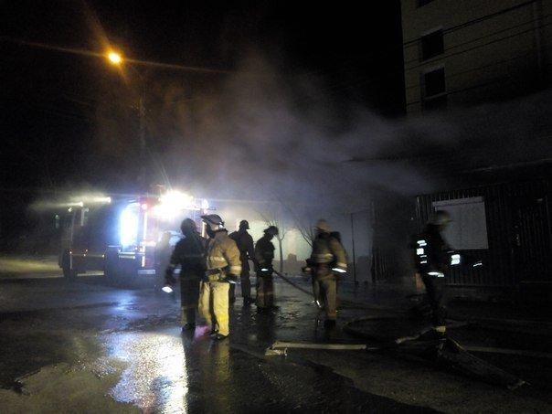 Вечером в Симферополе горел продуктовый супермаркет (ФОТО, ВИДЕО) (фото) - фото 2