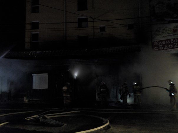 Вечером в Симферополе горел продуктовый супермаркет (ФОТО, ВИДЕО) (фото) - фото 4