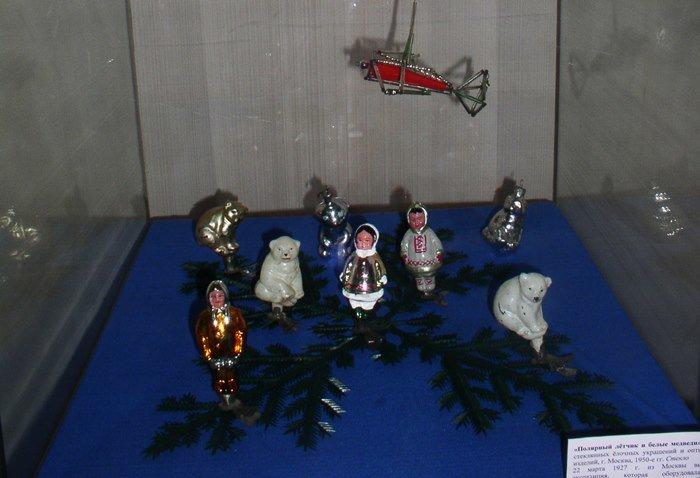 Полярный летчик и белые медведи: чем удивляет выставка советских елочных игрушек в Витебске (фото) - фото 3