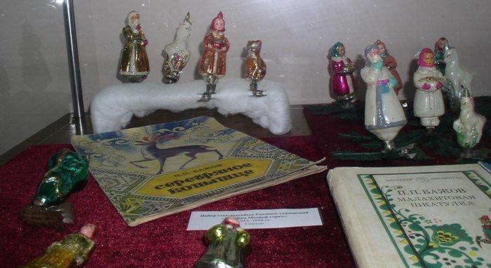 Полярный летчик и белые медведи: чем удивляет выставка советских елочных игрушек в Витебске (фото) - фото 5