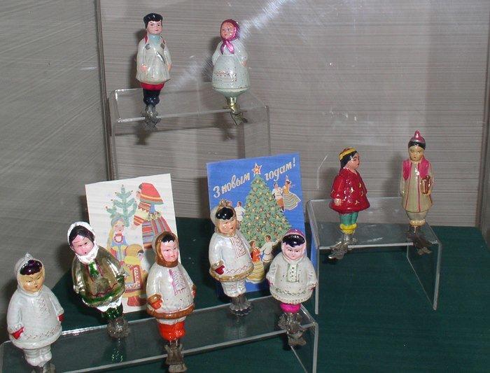 Полярный летчик и белые медведи: чем удивляет выставка советских елочных игрушек в Витебске (фото) - фото 7