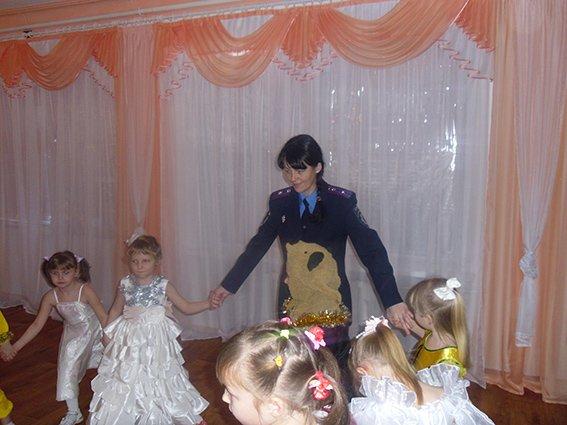 Правоохранители отметили новогодние праздники с детьми-сиротами в Центре социально-психологической реабилитации