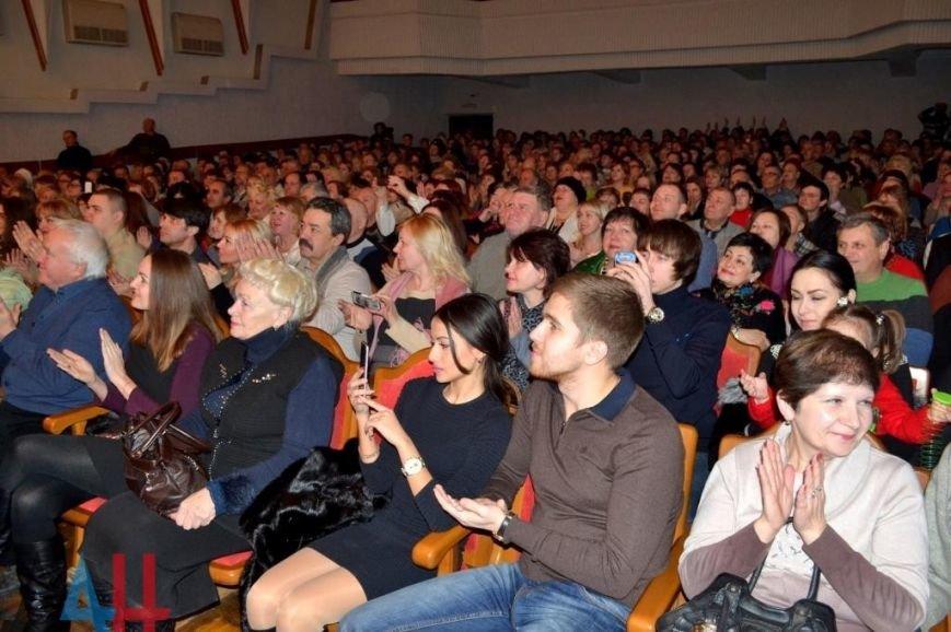 Макеевский театр цыганской песни выступил на сцене филармонии (фото) - фото 1