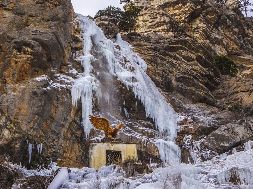 Самый высокий водопад Крыма покрылся льдом (ФОТОФАКТ) (фото) - фото 4